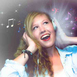 Virtual Team Building Karaoke Lady